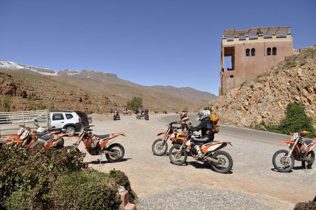 Tyske og østerrikske motorsyklister på tur med KTM Adventure. Syklene er 450 kubikkere, og sendes verden rundt på ulike ekspedisjoner.