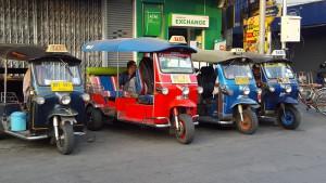 Tuk-tuk drosjene tar deg dit du vil, for nesten ingen penger.
