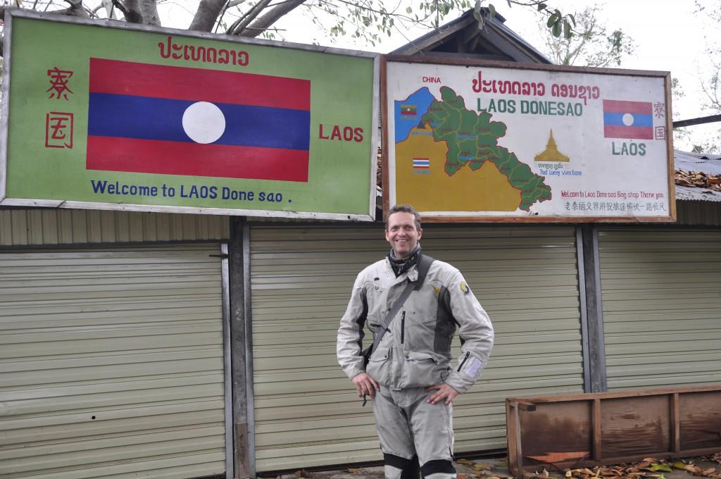 Kyrre ønskes velkommen til Laos.