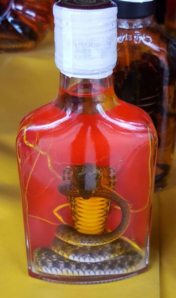 Slange på flaske er en gammel god kjenning i turistsjappa