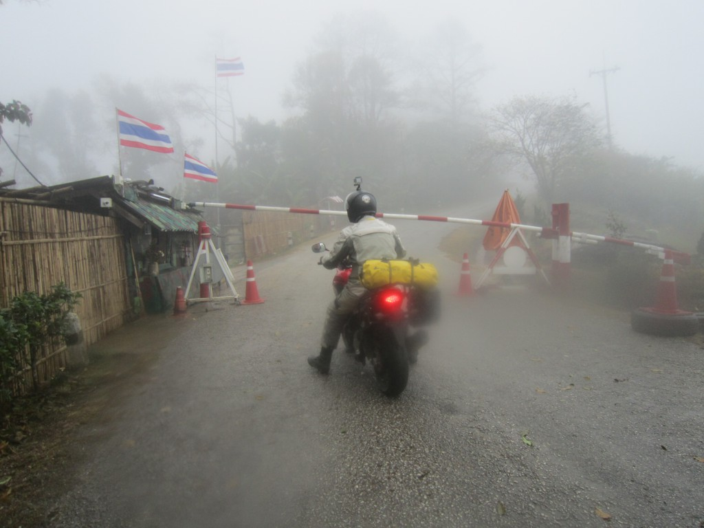 På grensa til Burma var det kort stopp og så god tur videre.