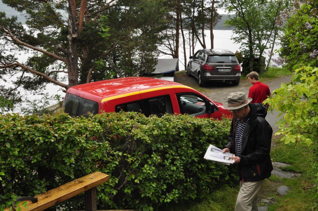 Solvor og Kjell har omadressert Aftenposten, for å få besøk av postmannen