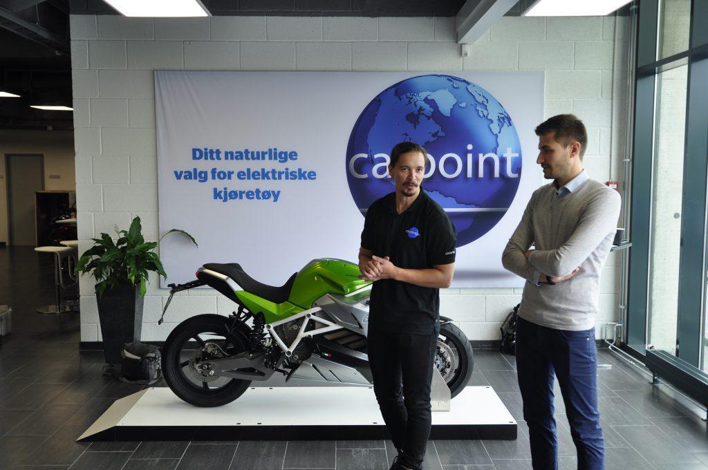 Kjetil fra Carpoint, og Andrea fra Energica presenterer Eva