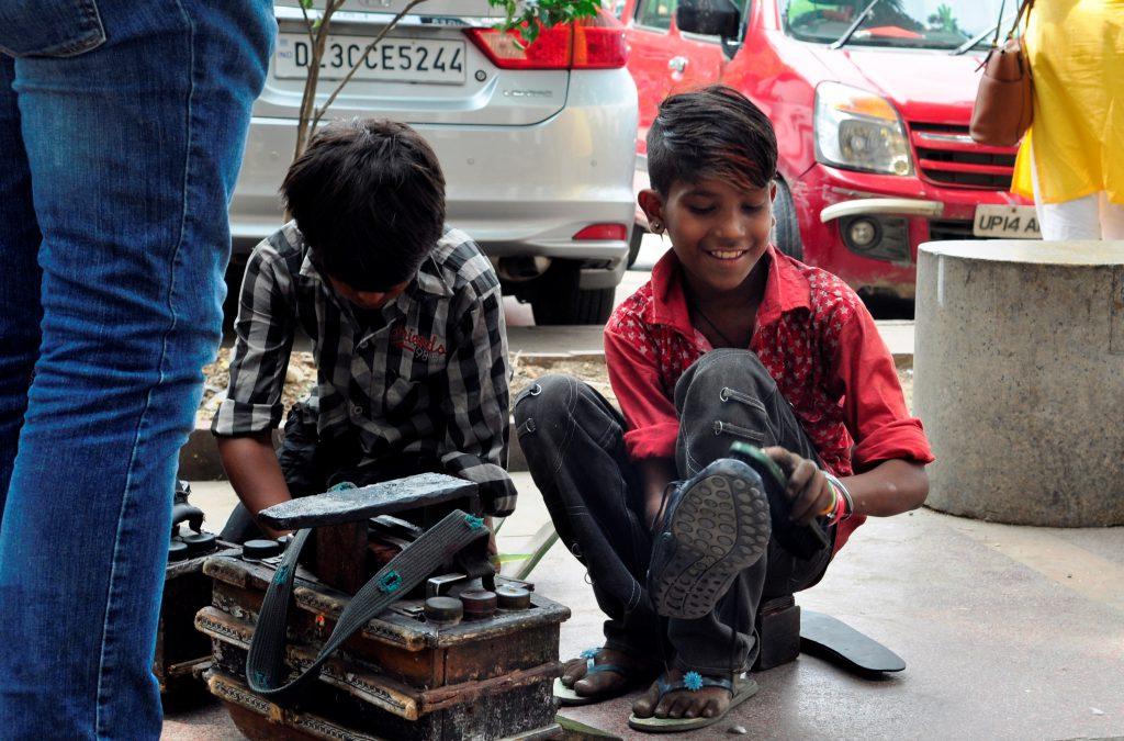Du er ikke i Delhi lenge før du får tilbud om skopuss.