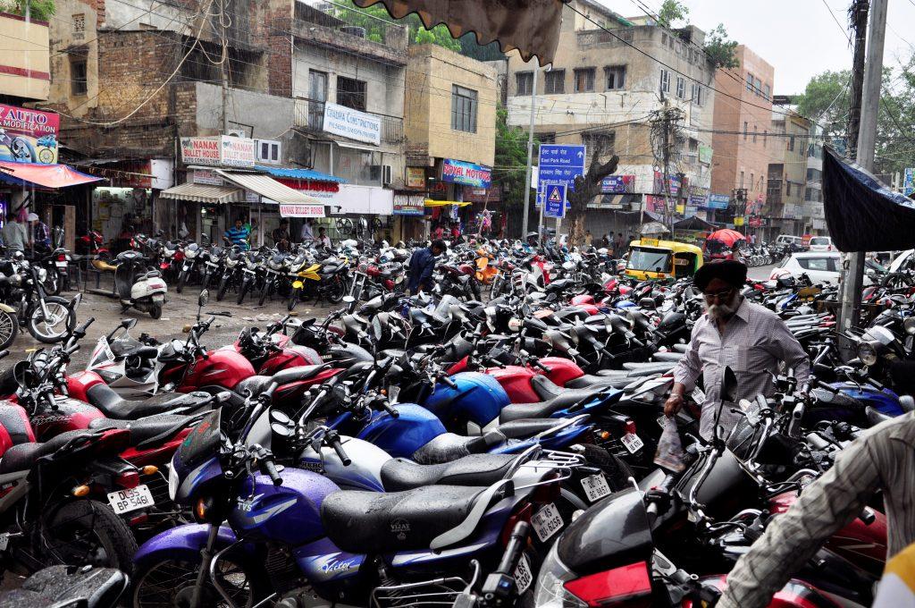 I Karol Bagh Kan det meste av motorsykkelgreier ordnes