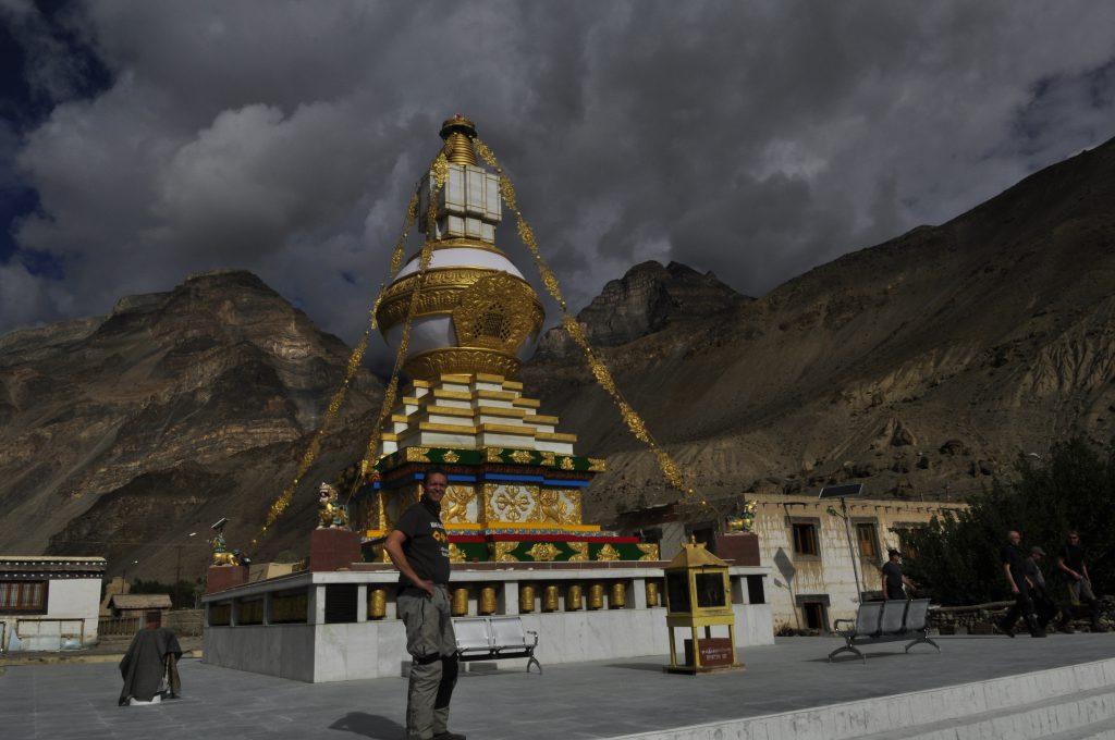 Klosteret blir kalt Ajanta av Himalaya på grunn av de mange grottene oppi fjellsiden her (grunnlagt i 996 e.Kr.).