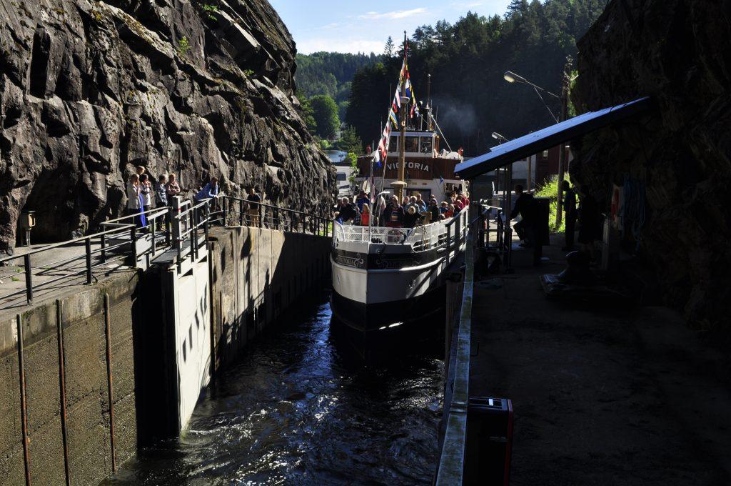 Telemarkskanalen er et av de viktigste turistmålene i Telemark. Tre rutebåter frakter reisende mellom Skien og Dalen og Akkerhaugen og Lunde. En riktig eventyrreise.